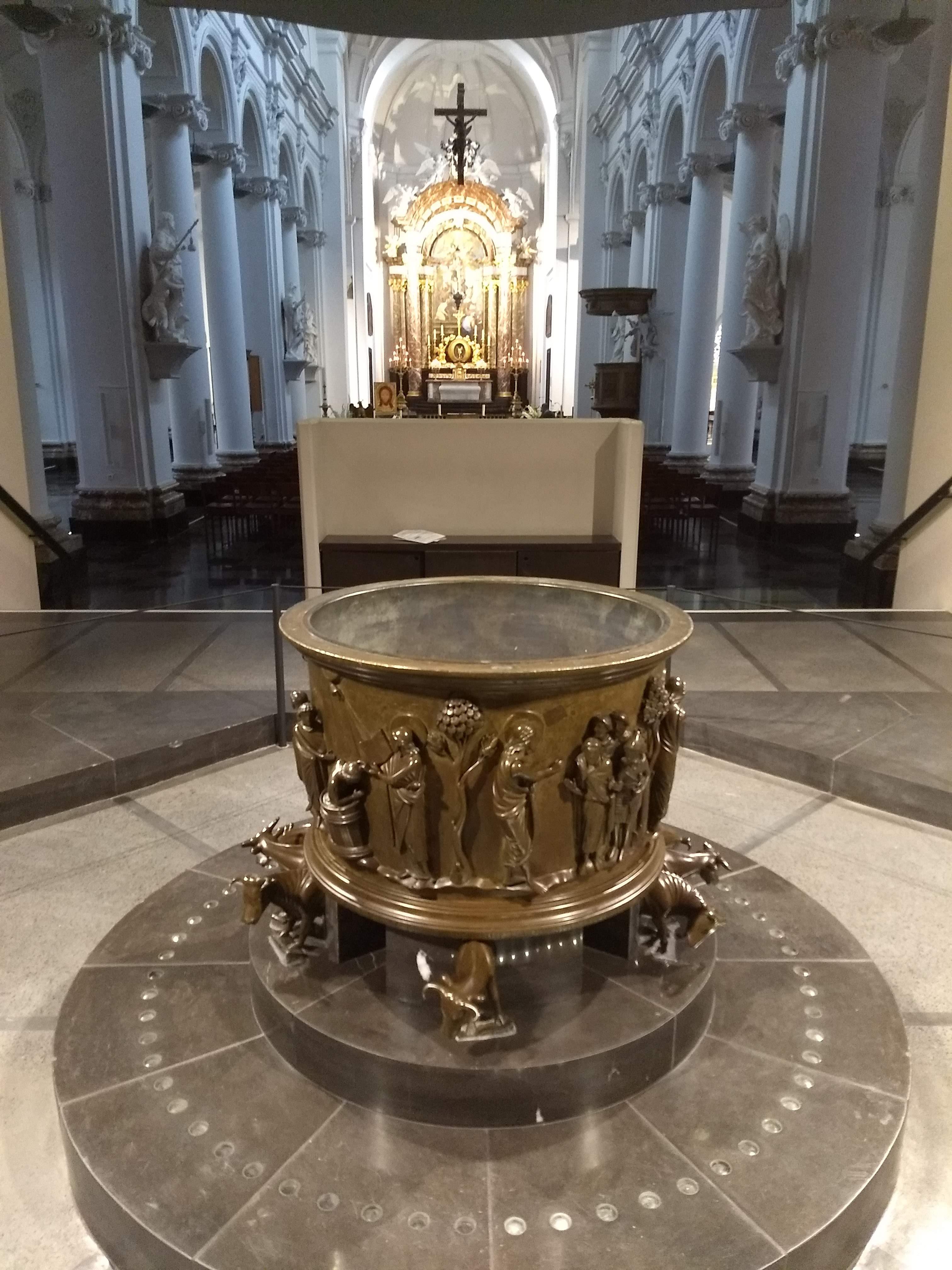 De doopvont van Reinier van Hoei in de St-Bartholomeus in Luik